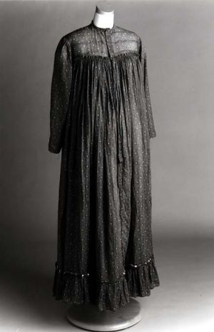 Maternity in the 1900s - Maternity dress 1903 United States North Carolina.jpg