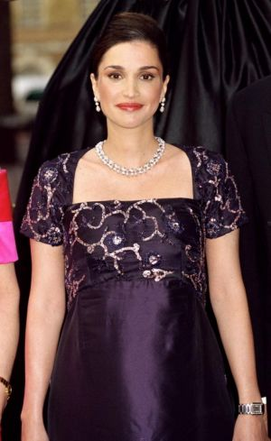 Modern pregnancy style - Queen Rania of Jordan maternity in 2000.jpg