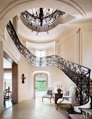 Louise and Vince Camuto Hamptons house entrance hall.jpg