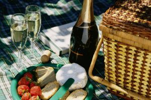 Food for picnic - Champagne-Picnic.jpg