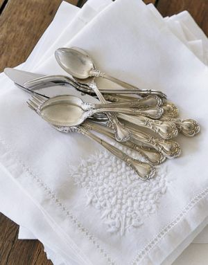 Photo picnic - Linen-napkins-silverware.jpg
