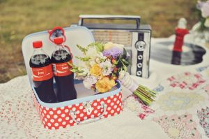Picnic basket ideas - vintage-picnic-yarra-valley-engagement.jpg