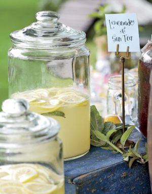 Picnic ideas recipes - country wedding - fresh-squeezed lemonade.jpg