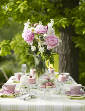 Picnic table plans - girly-table-decoration-flowers.png