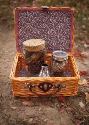 Pretty picnic basket via Etsy.jpg