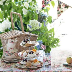 Romantic picnic ideas - tea cups and devonshire tea.jpg