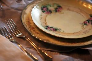 The picnic - Silverware napkins and vintage plates.JPG