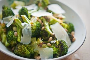 pictures of delicious food - Spicy Roasted Broccoli with Garlic and lemon.jpg