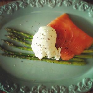 scrumptious food - french food - salmon and asparagus.jpg