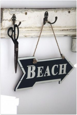 Summer beach house pictures - holiday beach house - rustic-beach-cottage-beach-sign.jpg