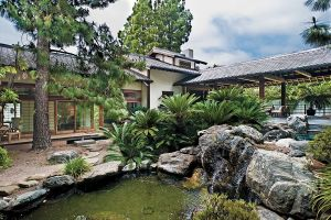 Pictures - garden - 1986 Los Angeles architect Bob Ray Offenhauser created this Japanese-style residence.jpg