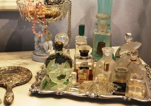 Perfume bottles from romantichome.blogspot.com1.jpg