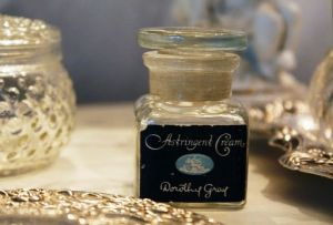 perfume bottles from romantichome.blogspot.com3.jpg