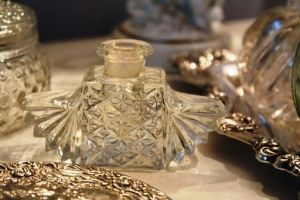 perfume bottles from romantichome.blogspot.com4.jpg