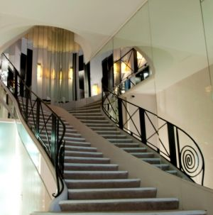Images - rue cambon 31 - rouge coco - staircase at chanel.jpg