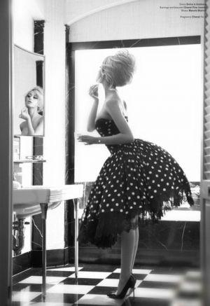 vintagegirlinfrontofmirror.jpg