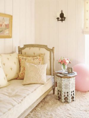 Creamy white bedroom with touch of pink.jpg