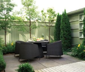 Luscious outdoor living - mylusciouslife.com - walled-eating-area.jpg