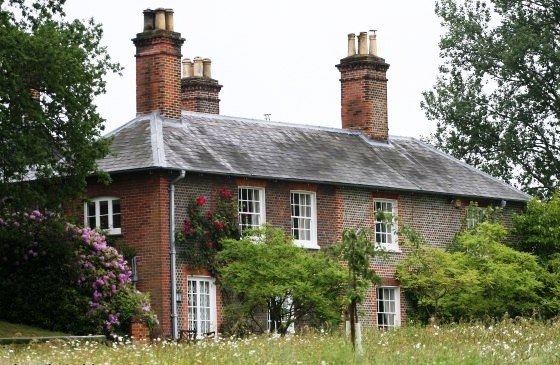 Royalty kate middleton s family home in bucklebury berkshire for The berkshire