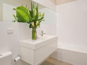 Julia Gillard - new Adelaide home - family bathroom.jpg