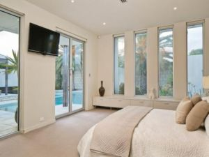 Julia Gillard - new Adelaide home - master bedroom.jpg