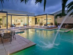 Julia Gillard - new Adelaide home - pool.jpg