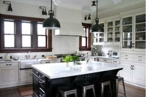 Stylish home - black and white kitchen.jpg