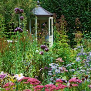 garden-tour6-country-cottage-garden-HomesGardens.jpg