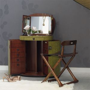 Marie-Galante Make Up Trunk.jpg