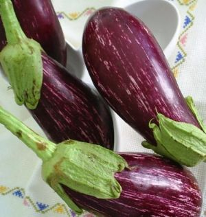 Purple mauve lilac photos - Colourful vegetables.JPG