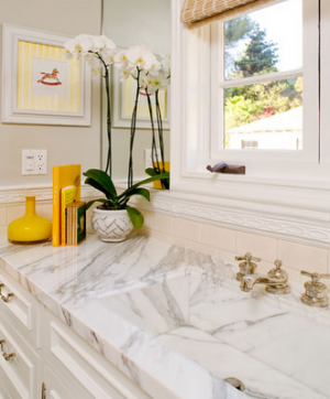 Yellow decor photos - white bathroom with splash of yellow.png