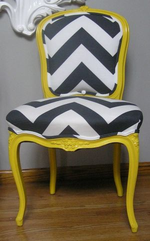 Delicieux ... Yellow Decor Pictures   Black White And Yellow Chevron Chairs ...