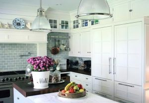 kitchen island light glass - Kitchen inspiration - myLusciousLife.com.jpg