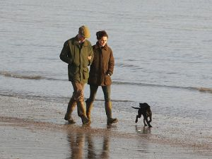 Kate and William walk on the beach with Lupo2.jpg