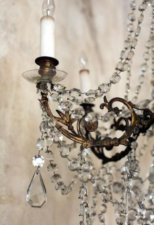 Details of a luscious chandelier via mylusciouslife.jpg
