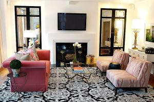 Mirror decoration - www.myLusciousLife.com - Mirrored doors in living room.jpg