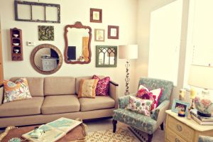 Mirror decoration - www.myLusciousLife.com - multiple mirrors together.jpg