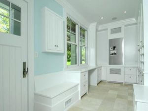 White interiors - www.myLusciousLife.com - Mudroom.jpg