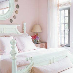 Preppy pink interior from coastalliving.com - photo by Jean Allsopp.jpg