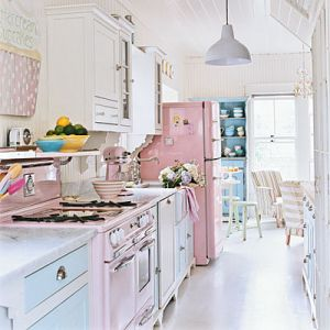 Beautiful houses and gardens - mobilia-retro_pink kitchen.jpg