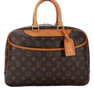 Louis Vuitton Monogram Canvas Deauville Soft Beauty Case Bag.jpg