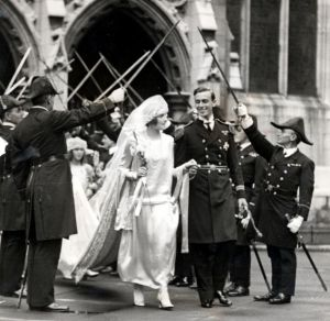 Lord and Lady Louis Mountbatten on their wedding day in 1922.jpg