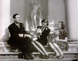 Lord and Lady Louis Mountbatten with one of their daughter Patricia Mountbatten later Knatchbull.jpg