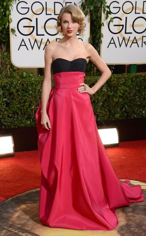 2014 Golden Globes - Red Carpet - Taylor Swift in Carolina Herrera