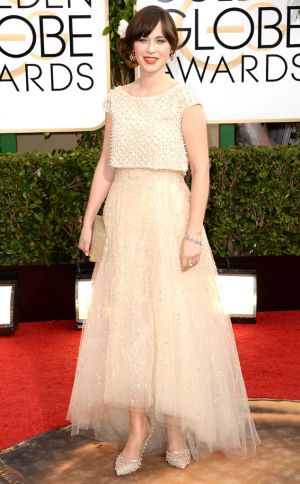 2014 Golden Globes - Red Carpet - Zooey Deschanel in Oscar De La Renta and Jennifer Behr