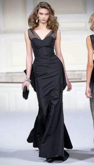 oscar-de-la-fall-2010-black-gown-profile.jpg