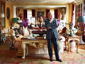Oscar de la Renta in his apartment on Park Avenue New York.jpg