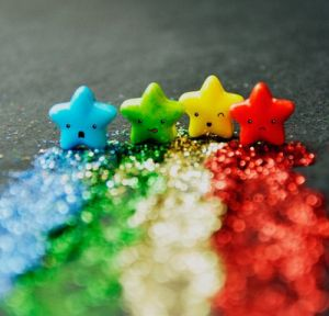 multicoloured mini stars in a row - www.myLusciousLife.com.jpg