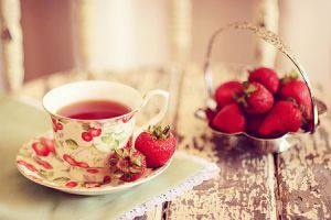 Sophisticated floral - www.myLusciousLife.com - tea strawberries.jpg