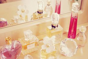 Pastel wedding inspiration - myLusciousLife.com - perfume bottles.jpg
